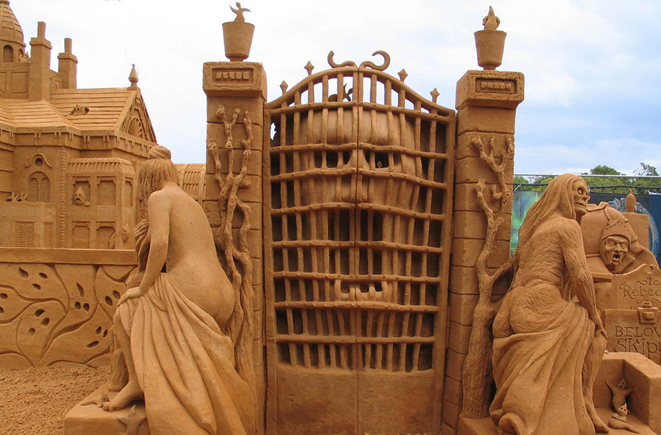 2970686603 36bcf3e838 b Amazing Sand Sculptures by Fergus Mulvany.