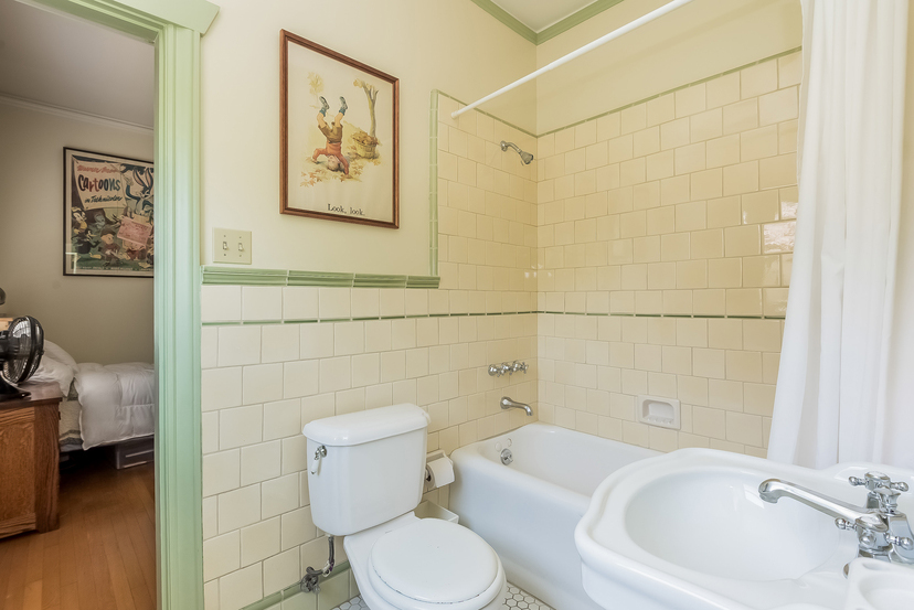 030-Bathroom-1096046-mls